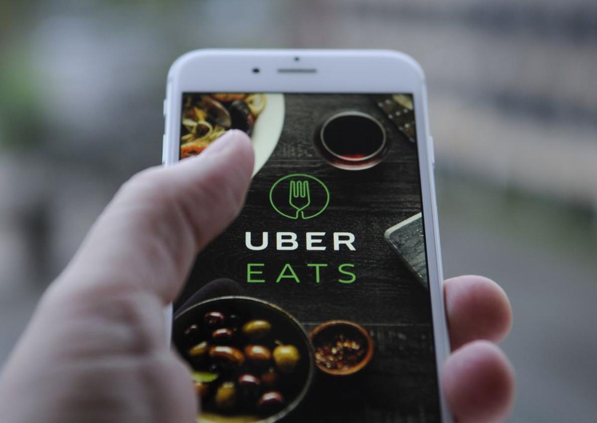 Uber Eats, Cocciuto e Carlsberg insieme per il Pizza Month